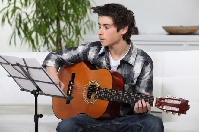 beginner learning guitar