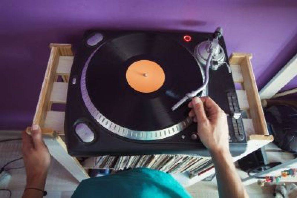 Excellent quality turntable less than $500