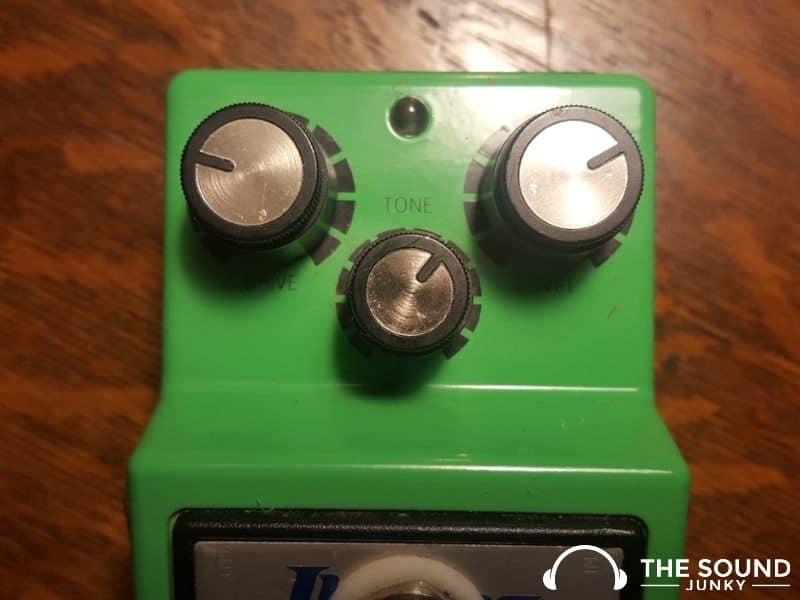 Controls on Ibanez TS9 Tube Screamer