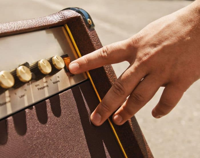 Operating a Guitar Amp
