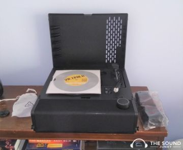 Opening up the top cover of the Victrola Revolution Go